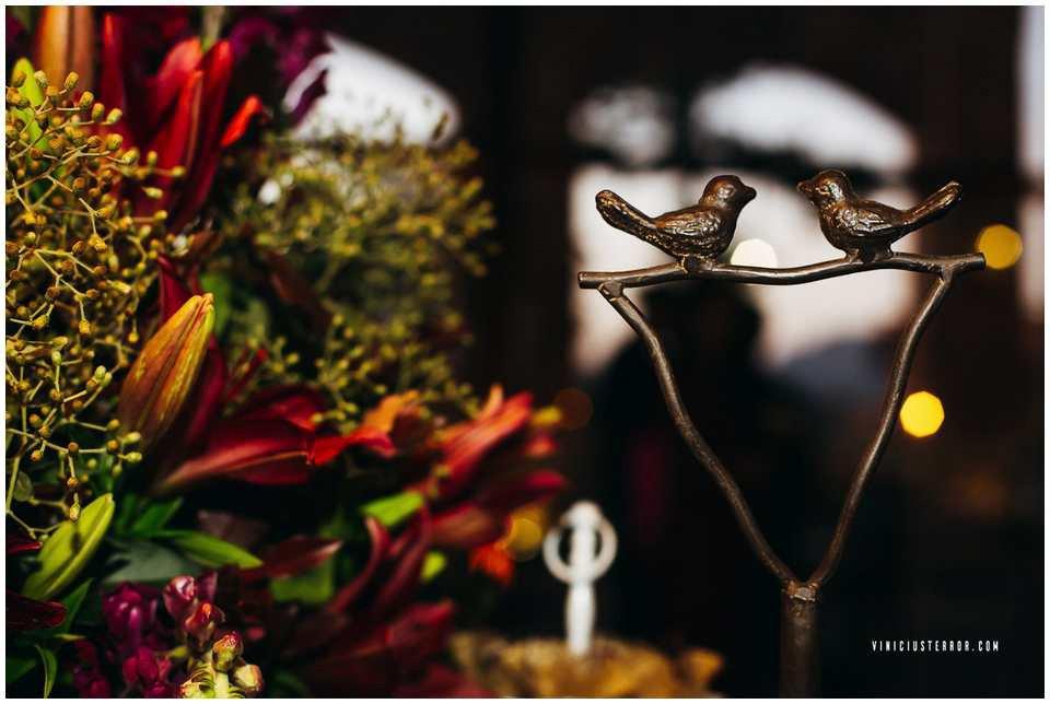 arranjo-de-flores-para-mesa-de-bolo-de-casamento