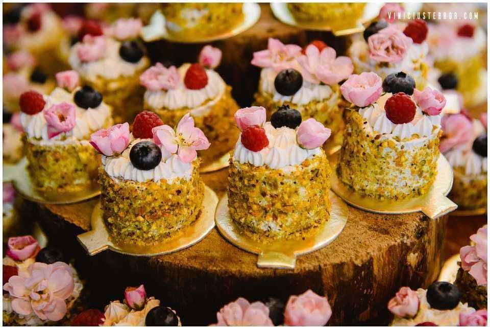 cupcakes-em-vez-de-bolo-de-casamento