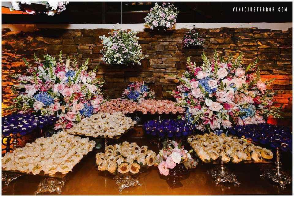 ideias-de-decoraçao-para-a-mesa-de-doces-do-seu-casamento