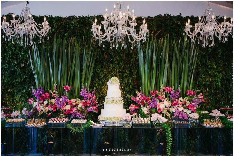 ideias-de-mesa-de-bolo-para-casamento-de-dia-espaço-provincia