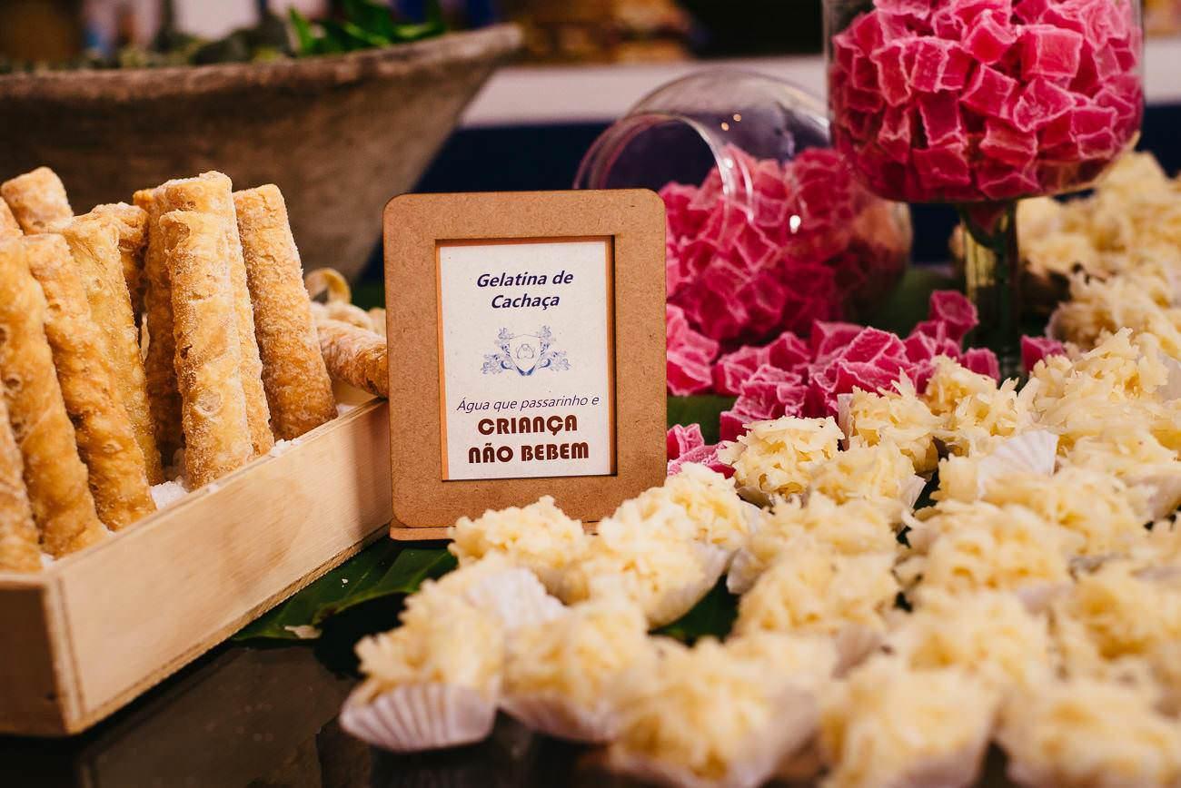 ideias-para-decoracao-da-mesa-de-bolo-e-doces-do-seu-casamento (4)