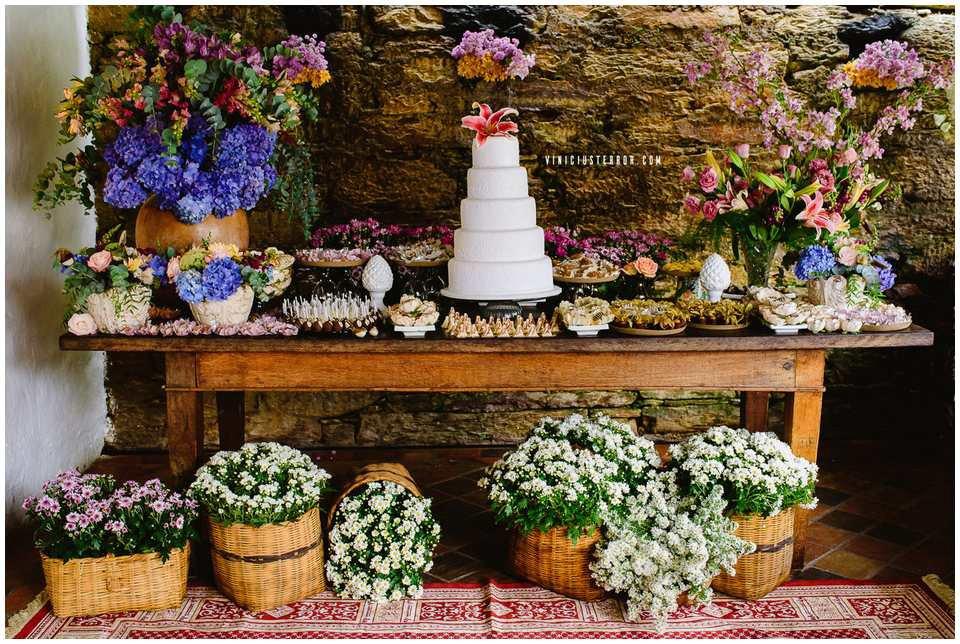 ideias de mesa de bolo para casamento