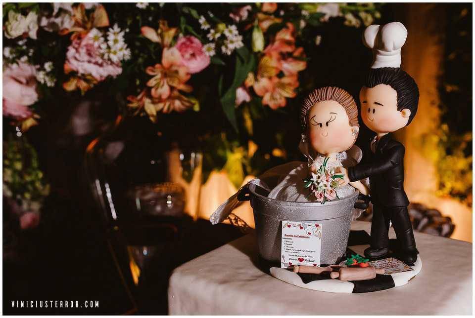 noivinhos-em-biscuit-para-topo-de-bolo-de-casamento
