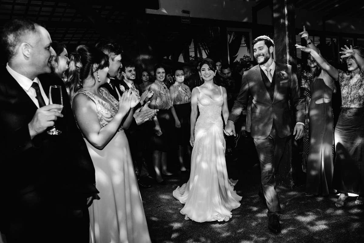 entrada dos noivos na festa espaço provincia