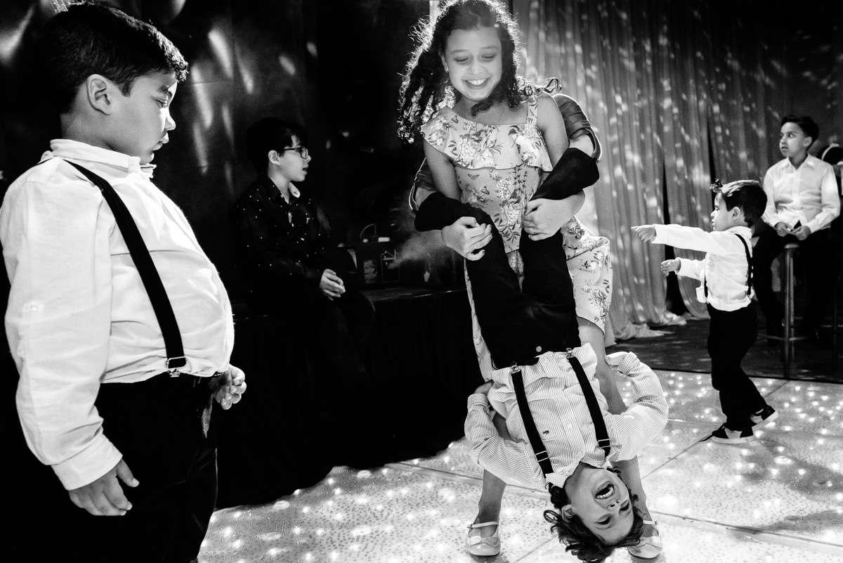 fotos espontaneas crianças casamento em ouro preto casamento na igreja do carmo em ouro preto