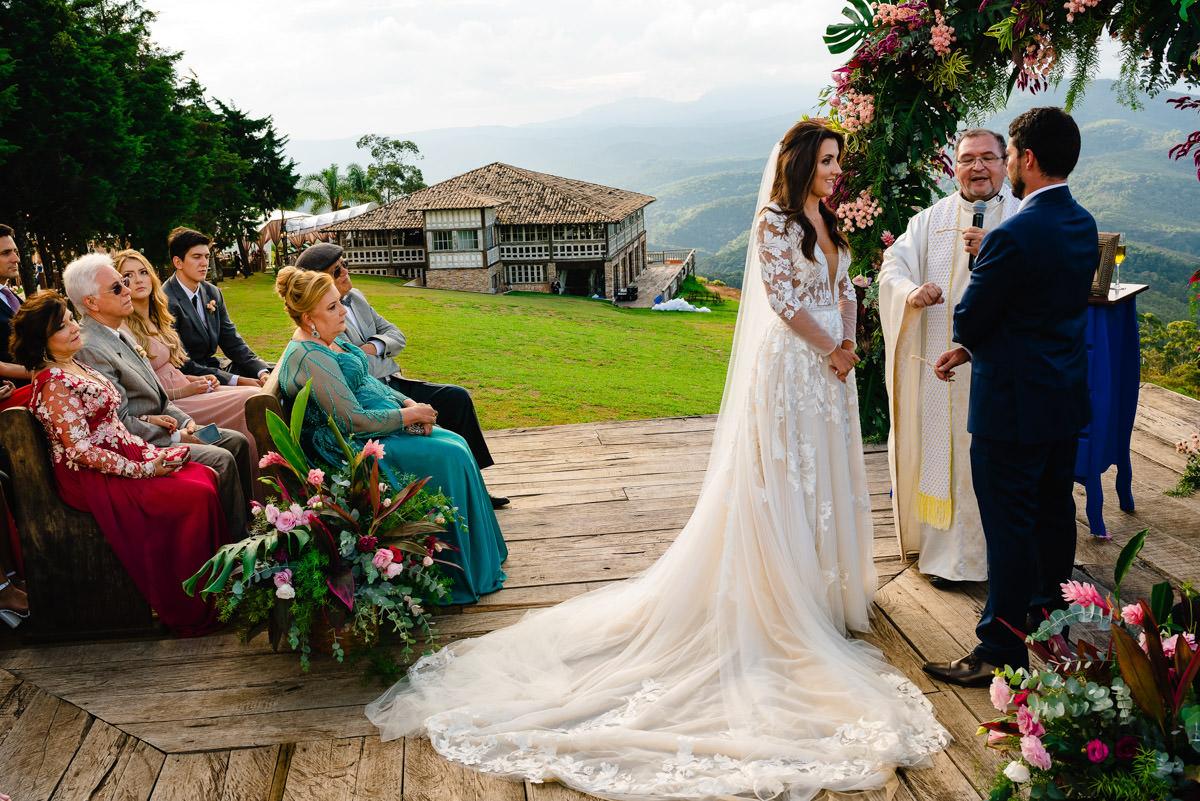 casamento no deck da vila relicario nas montanhas de ouro preto