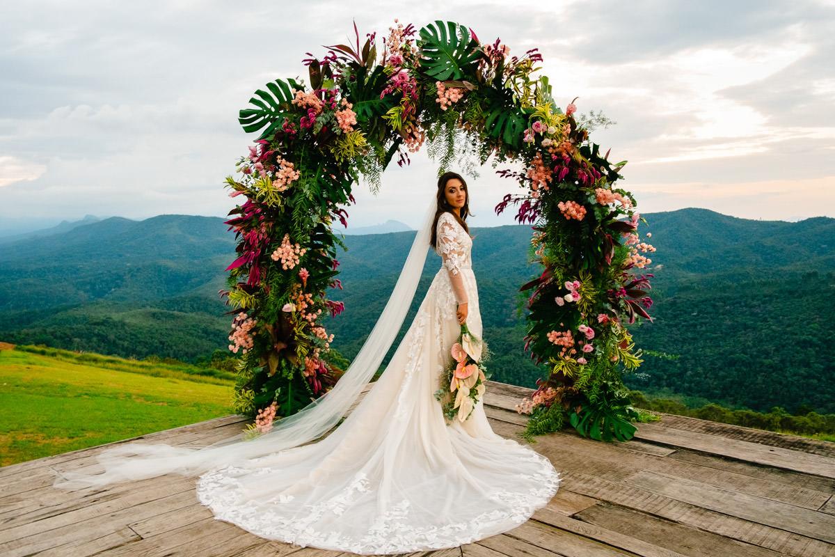 vestyido de noiva para casamento ao ar livre na vila relicario em ouro preto