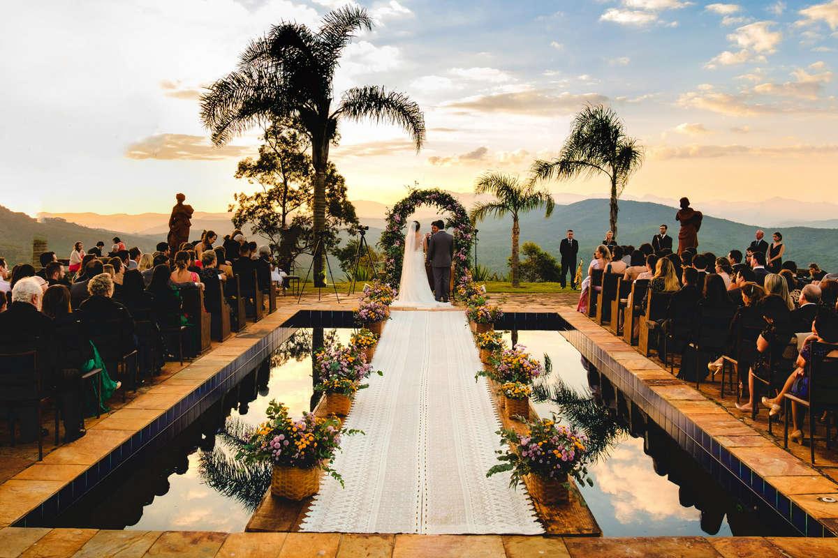 casamento na area da piscina na vila relicario